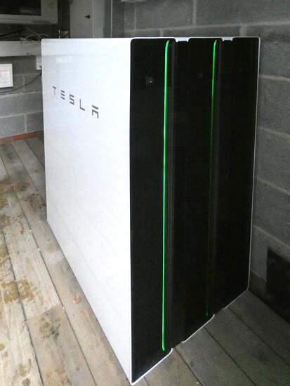 Triple, Powerwall, Tesla, stack, batery, microgrid